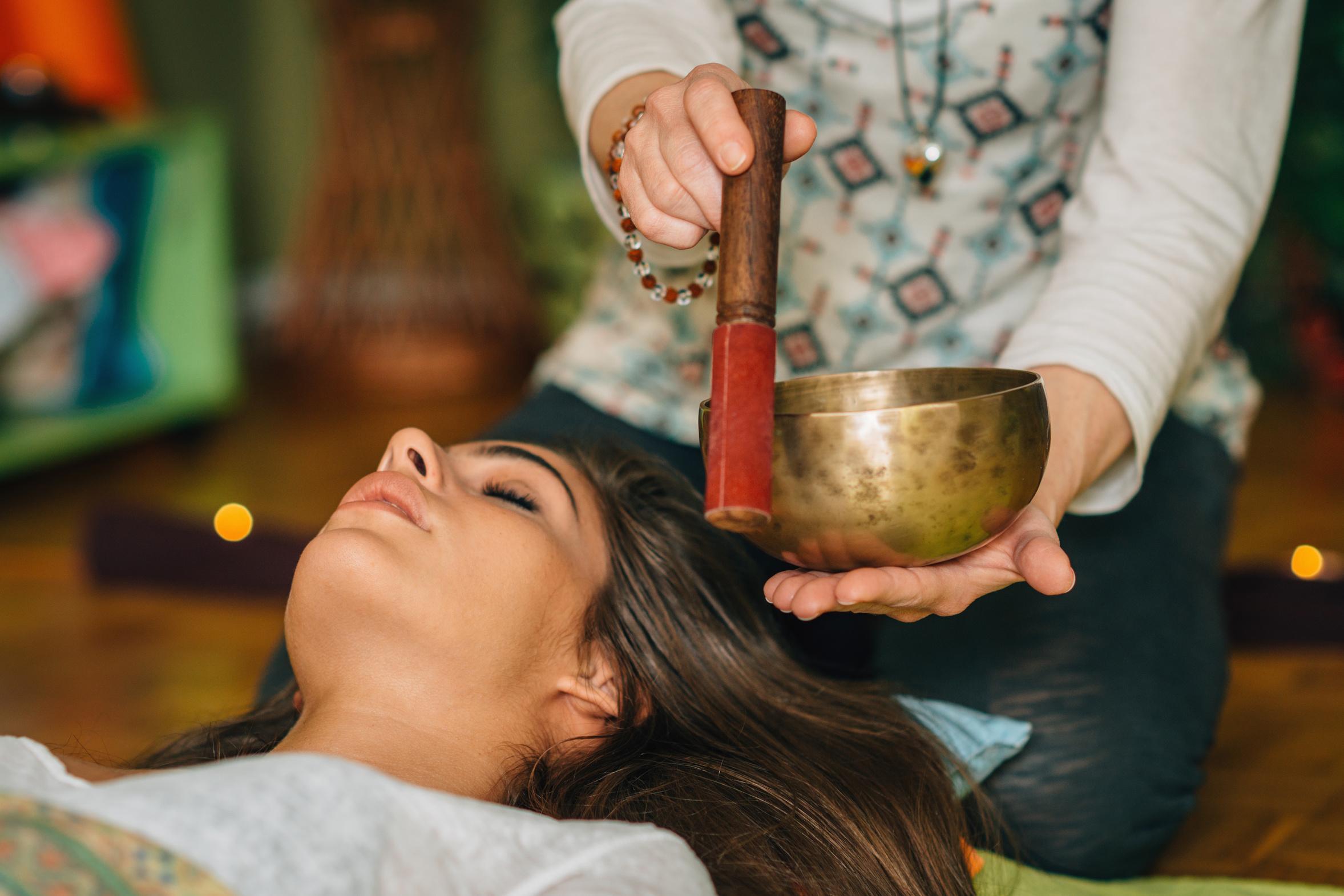 Formation à la sonothérapie avec les bols chantants
